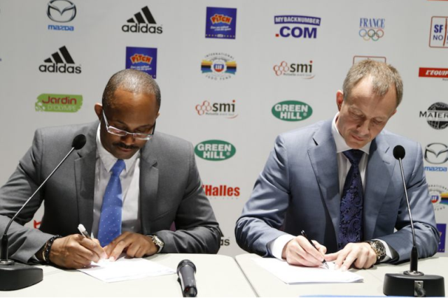 British Judo Association chairman Kerrith Brown (left) and European Judo Union President Sergey Soloveychik sign the agreement for Glasgow to host the European Championships - an event they have now been stripped of because of a row over sponsorship ©EJU