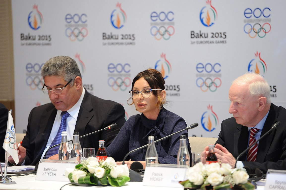European Olympic Committees President Patrick Hickey (right) is part of an inspection visit to Baku 2015 ©Baku 2015