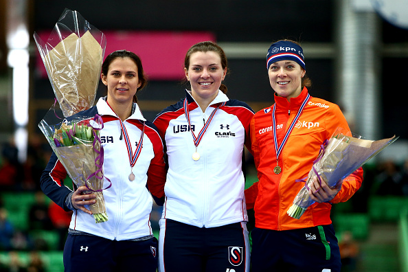 Heather Richardson (centre) took advantage of the absence of four-time Olympic champion Ireen Wüst by claiming a commanding win in Hamar ©Getty Images
