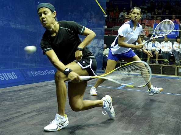 Nicol David (near) has eclipsed the 105-month mark set by New Zealand's Dame Susan Devoy in February 1993 ©Getty Images