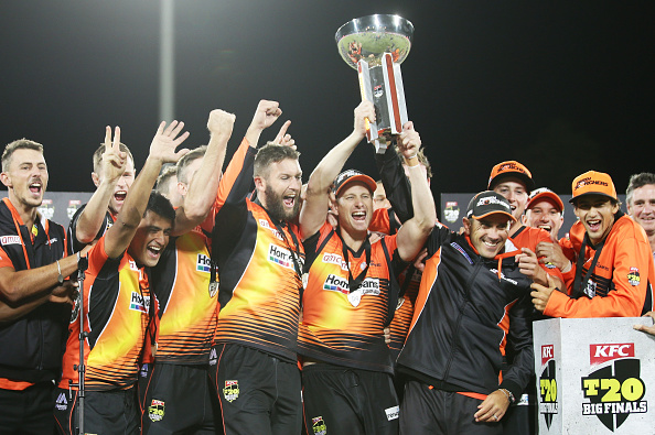Perth Scorchers won the 2014-2015 men's Big Bash League title with a four-wicket victory over Sydney Sixers ©Getty Images