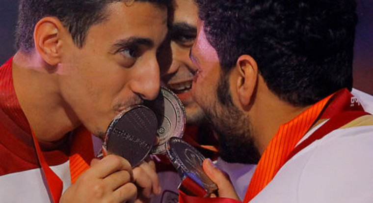 Qatar players celebrate their silver medals after being beaten in final of the World Handball Championships by France ©Qatar 2015
