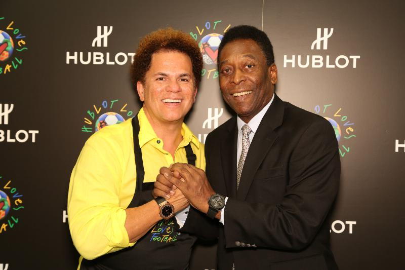 Romero Britto, pictured left with Brazilian football legend Pelé, has a longstanding association with major sports events, including the last two FIFA World Cups ©Romero Britto