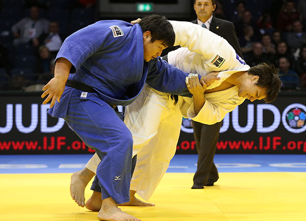 Ryu Shichinohe claimed the last gold medal of the event as he beat compatriot Takeshi Ojitani in the mens over 100kg final ©IJF