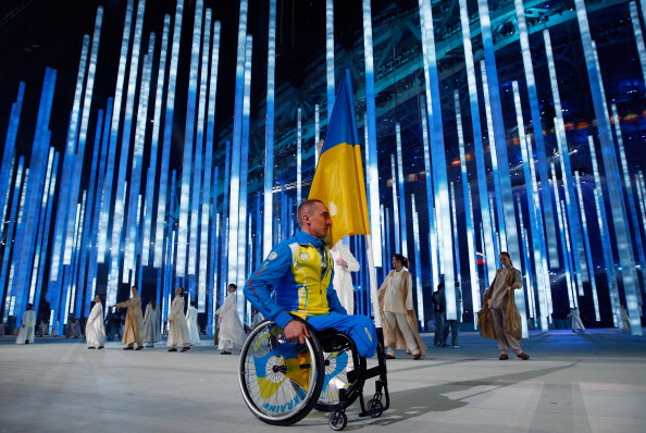 Ukrainian Flagbearer Mykailo Tkachenko launched a solo protest in the Opening Ceremony of Sochi 2014  ©Getty Images