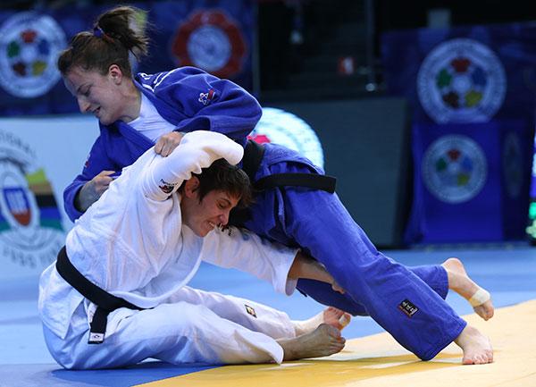 Kosovo's Distria Krasniqi overcame Belgiums Ilse Heylen to win gold in the women's under 52kg class ©IJF