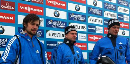 Martins Dukurs (centre) leads at the halfway point of the World Championship skeleton competition ©FIBT