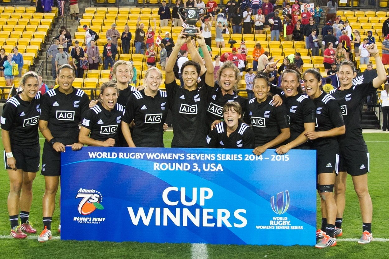 New Zealand look on course for Rio 2016 after their third World Rugby Women's Sevens Series win in a row ©World Rugby