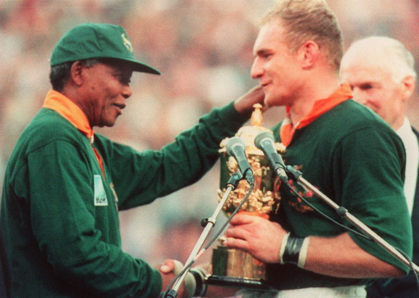 South African captain Francois Pienaar, pictured with the nation's former President Nelson Mandela, after the country won the 1995 World Cup on home turf ©AFP/Getty Images