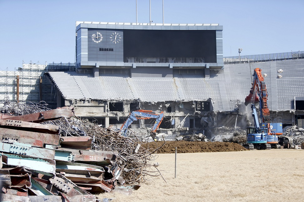 Demolition of the old National Stadium is scheduled to finish in September ©Tokyo 2020/Shugo Takemi