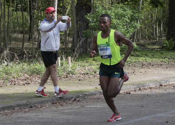 Kenenisa Bekele, pictured en route to victory in his marathon debut in Paris last year, has had to drop out of this year's London race with injury ©Getty Images