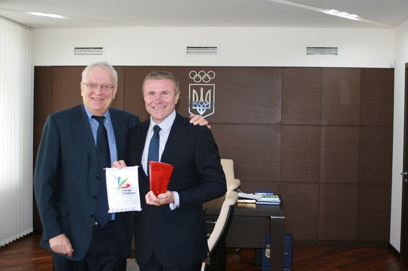 IAAF Presidential candidate Sergey Bubka (right) has met with Svein Arne Hansen (left), Norway's Athletics Federation President, in Kiev ©2015 Sergey Bubka
