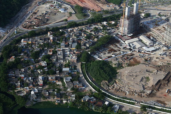 Rio's City Hall insists an access road to the 2016 Olympic Park will be built on the Vila Autodromo land ©Getty Images