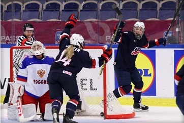 The United States booked their place in the final of the IIHF Women's World Championships with Canada by thrashing Russia 13-1 ©HHOF-IIHF