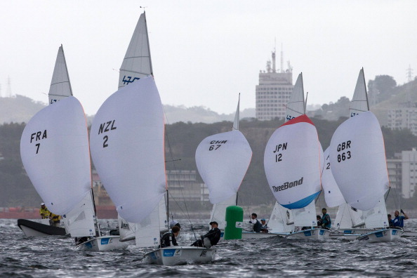 The men's 470 fleet on the final day of action of Guanabara Bay ©AFP/Getty Images