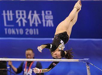 Beth Tweddle_on_unevan_bars_World_Championships_Tokyo_October_8_2011
