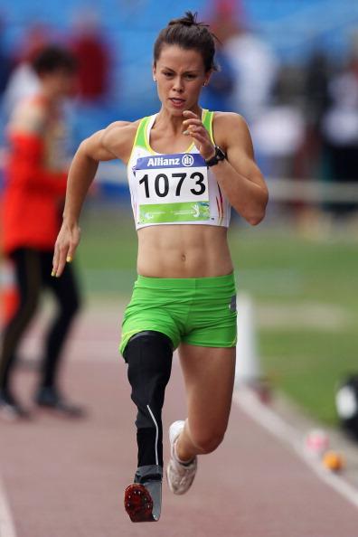 Kelly_Cartwright_Paralympics_long_jump_16-08-11
