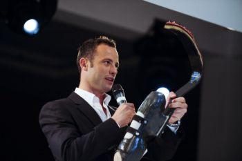 images-stories-Oscar_Pistorius_showing_Cheetah_blades_March_2011-350x233