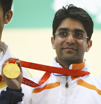 Abhinav Bindra with gold medal(1)
