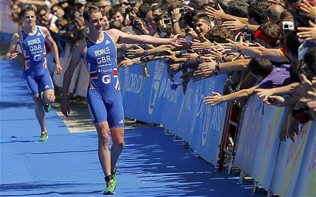 Alistair_Brownlee_accepts_congratulations_of_crowd_Madrid_June_4_2011
