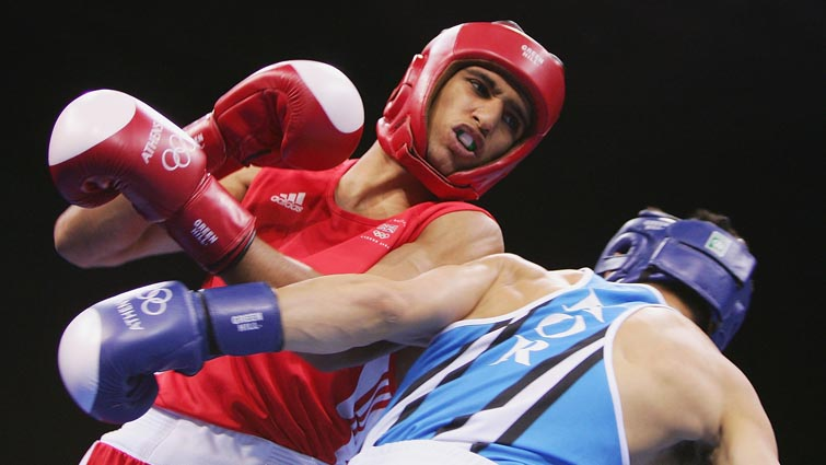 Amir_Khan_boxing_at_Athens_2004