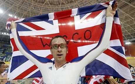 Bradley_Wiggins_with_British_flag