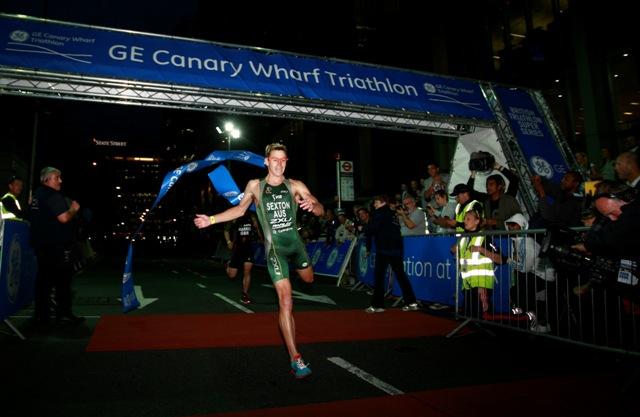 Brendan_Sexton_winning_GE_Canary_Wharf_Triathlon_June_30_2011