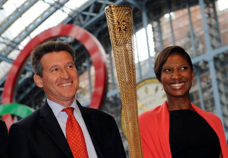Denise_Lewis_with_Sebastian_Coe_at_unveiling_of_Olympic_torch