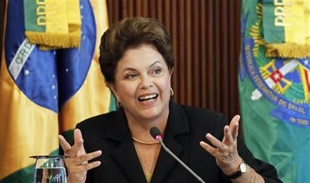 Dilma_Rouseff_in_front_of_Brazil_flag