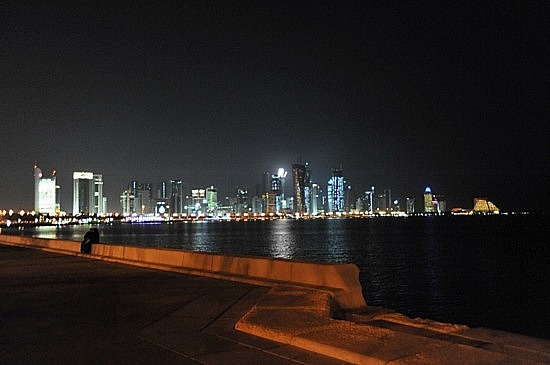 Doha_Corniche_at_night