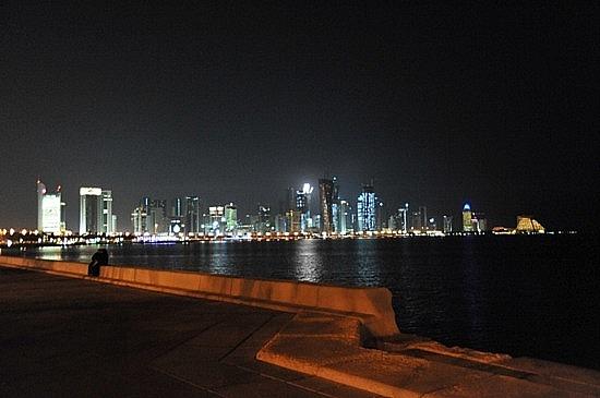 Doha_Corniche_at_night