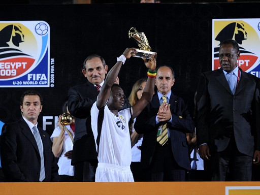 Dominic_Adiyah_lifting_World_Cup_under-20_Egypt_2009