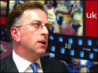 Ed_Warner_in_front_of_UK_Athletics_logo