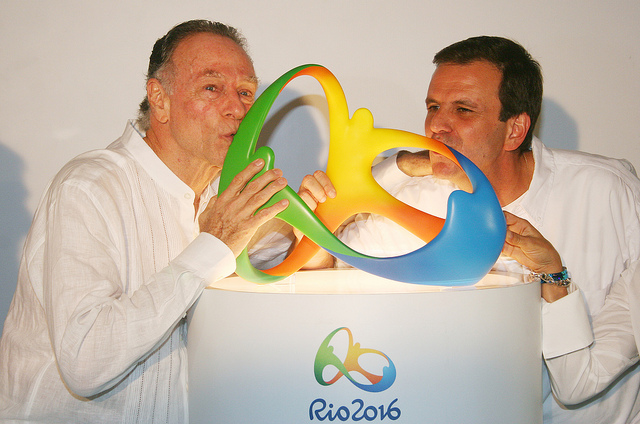 Eduardo_Paes_and_Carlos_Nuzman_kissing_new_logo_2