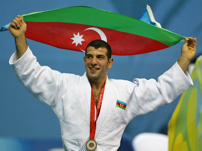 Elnur_Mammadli_with_national_flag