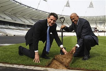 Frankie_Fredericks_helps_lay_first_piece_of_turf_London_March_30_2011
