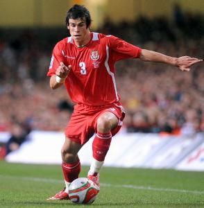 Gareth_Bale_in_Wales_kit