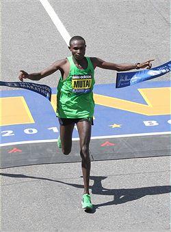 Geoffrey_Mutai_breaking_through_tape_April_18_2011