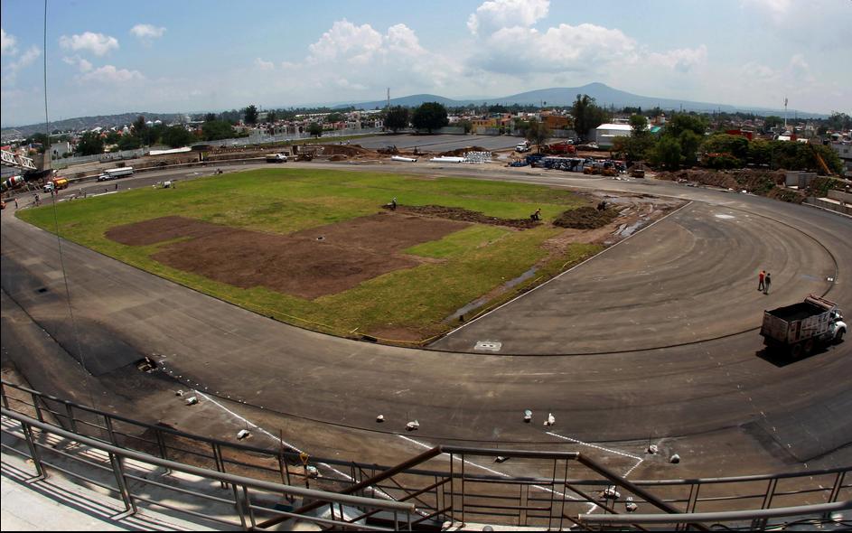 Guadalajara_track_and_field_venue_in_april_2011_24-08-11