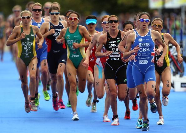 Helen_Jenkins_leading_pack_in_run_ITU_Triathlon_Hyde_Park_August_6_2011