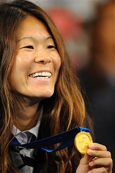 Homare_Sawa_with_World_Cup_winners_medal_Tokyo_July_19_2011