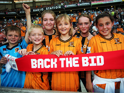 Hull_City_supporters_back_the_bid