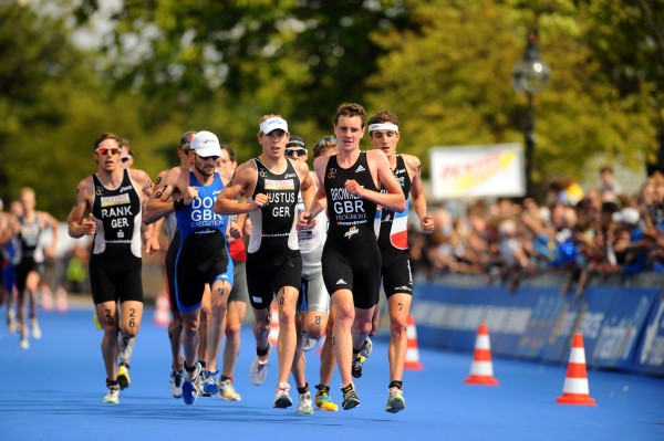 Hyde Park triathlon with Brownlee leading