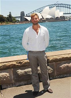 Ian_Thorpe_outside_Sydney_Opera_House_January_2010
