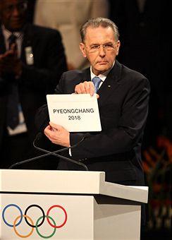 Jacques_Rogge_announces_Pyeongchang_awarded_2018_Olympics_Durban_July_6_2011