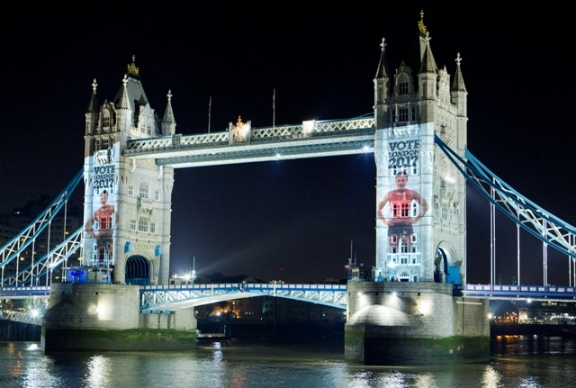 Jessica_Ennis_projected_on_to_Tower_Bridge_October_1_2011