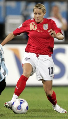 Kelly_Smith_in_England_kit