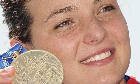 Keri-Anne_Payne_with_world_medal