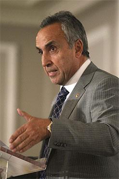 Alejandro_Blanco_giving_speech_September_22_2011