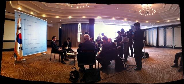 Duncan_Mackay_interviewing_President_Lee_Durban_July_4_2011